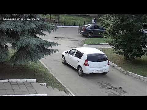 Камера HiWatch DS-T206 дневная съемка на улице, люди, авто