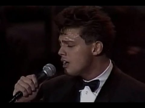 Luis Miguel - Contigo En La Distancia (Live - Auditorio Nacional, México 1992)