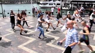 Crazy Uptown Funk Flashmob In Sydney đã Cut