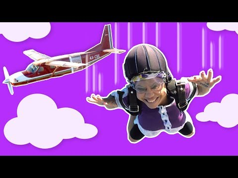 فوزي موزي وتوتي – التيتا فوزية تقفز من الطيارة – Teta Foziya skydiving