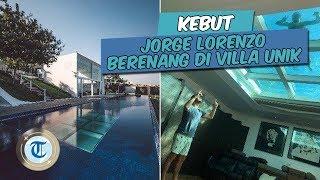 KEBUT   Lorenzo Berenang di Villa Unik, Kolam Renangnya Ada di Atap Kamar