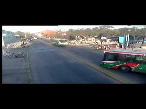 Водитель погиб, пытаясь проскочить перед поездом в Аргентине