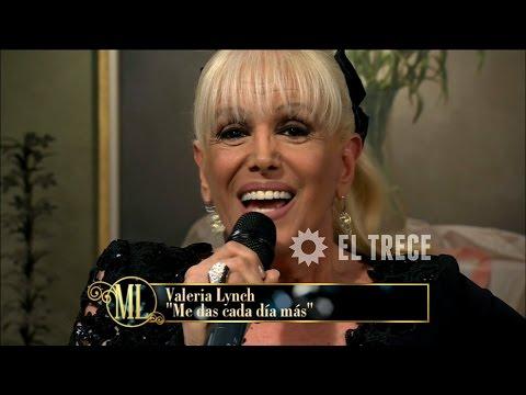 """Valeria Lynch canta """"Me das cada día más"""" en Mirtha Legrand"""