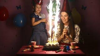 Видео для детей, ПРАЗДНИК! У нас на канале KidsFM 25.000 подписчиков! торт, свечи и  детский канал