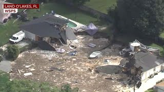 Sinkhole swallows homes in Florida neighborhood | Kholo.pk