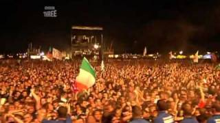 Arctic Monkeys - Perhaps Vampires Is A Bit Strong But... [live at Reading Festival 2006]