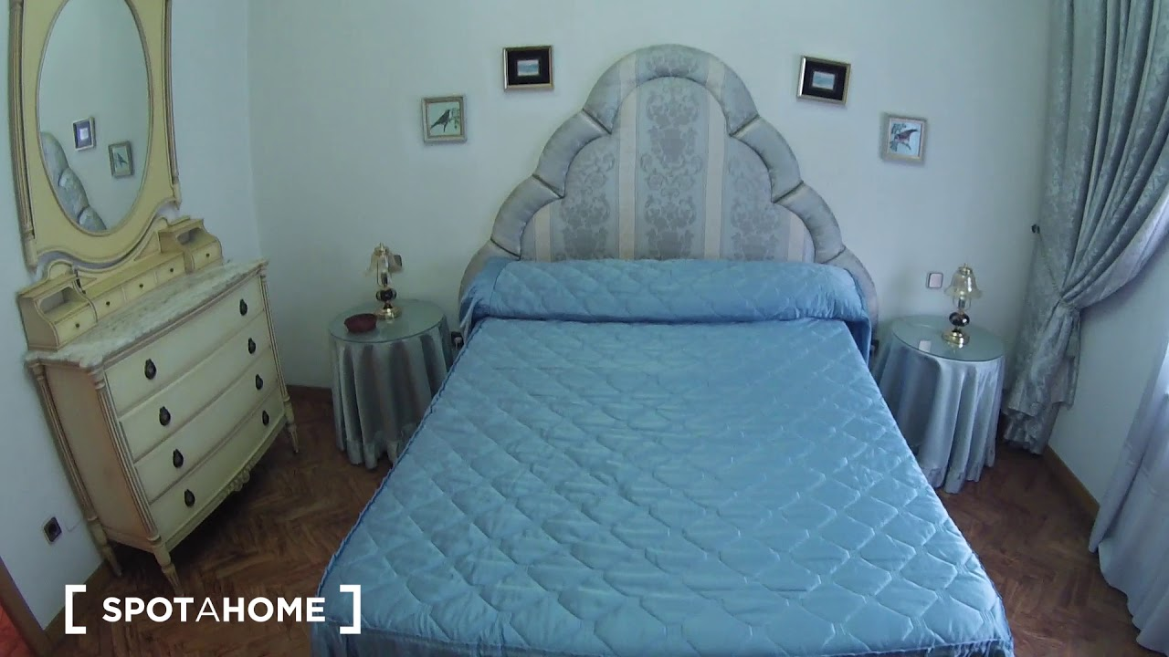 Double bed in Spacious rooms with AC for rent in cozy 4-bedroom apartment in Madrid Río
