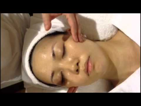 Les masques pour la personne pour la peau problématique du miel