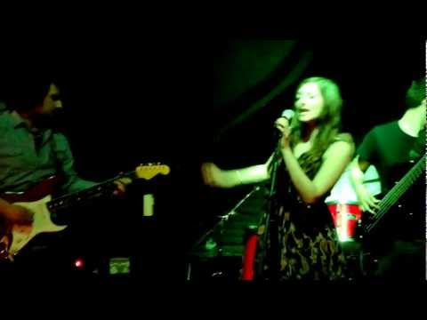 Kelly Louise & The Bluestars - 'Leaving Home', live @ the White Lion