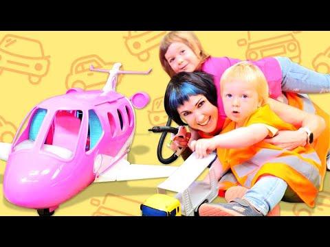 Бьянка и Карл заправляют машинки на автозаправке у Маши Капуки Кануки - Привет, Бьянка