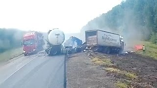 Аварии грузовиков Июль 2016  /  LKW-Unfall im Juli  / Truck accident in July