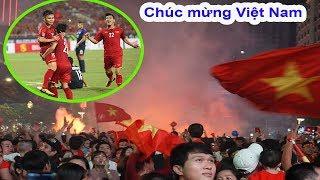 Live: Đi bão ở Sài Gòn chúc mừng Việt Nam vào chung kết AFF Cúp.