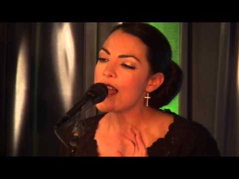 Caro Emerald - Tangled Up (live bij JOE)