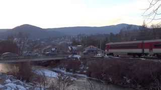 preview picture of video 'Dieselová motorová jednotka DMU 913 Bageta (ZSSK 913) @ Os 7776 - Gelnica'