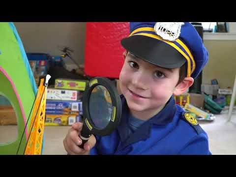Disfraz De Policía Disfrazarse Con Niños Jugar Carpa Fuerte: Policías Y Salteadores