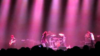 Cage The Elephant - Shake Me Down LIVE Dave Grohl On Drums 2011 HD