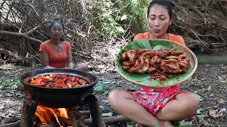 Yummy Food: Cooking Pig Intestine With Spicy Chili Taste Delicious - Food My Village Ep 21