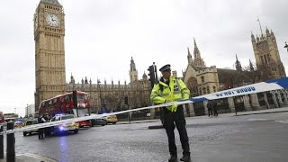 Теракт в Лондоне: город патрулируют вооруженные полицейские