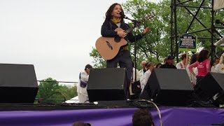 "Ani DiFranco Performs ""God's Country"""