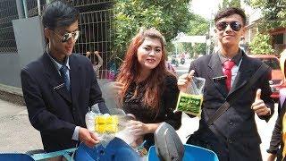 Viral Penjual Tahu Ganteng di Bogor, Penampilan Necis Berjas dan Dasi hingga Digandrungi 'Emak-emak'