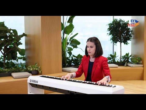 """Ема Ананиевска-изведба на """"Ода на радоста"""" и националната химна, обраќање на амбасадорот Дејвид Гир"""