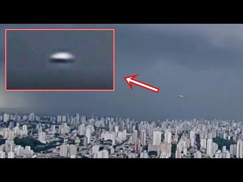 Ufo Livegespot tijdens een storm op een Braziliaanse nieuwsuitzending