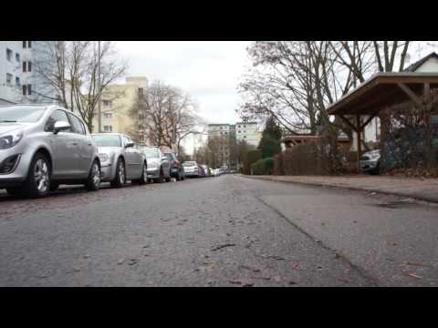 Unterflur-Kamera: Perspektive aus fahrendem Wagen; zur Demonstration: Weiße, rote, weiße Lampe