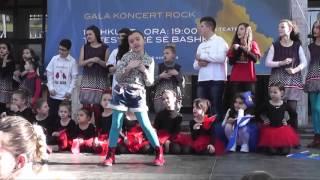 Triola Jakupi   Qeni me kafshoi 17 02 2016