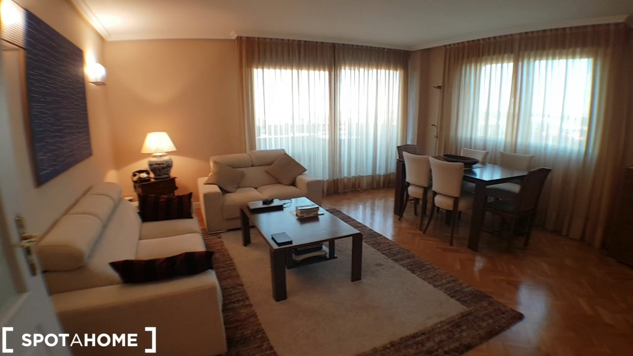 Room for rent in spacious 4-bedroom apartment in Alcobendas