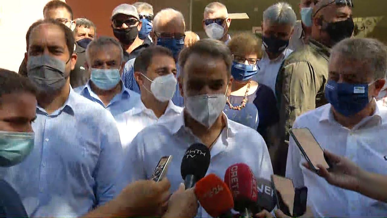 Στην κινητή μονάδα εμβολιασμών στο Σπήλι Ρεθύμνου ο Κυρ. Μητσοτάκης