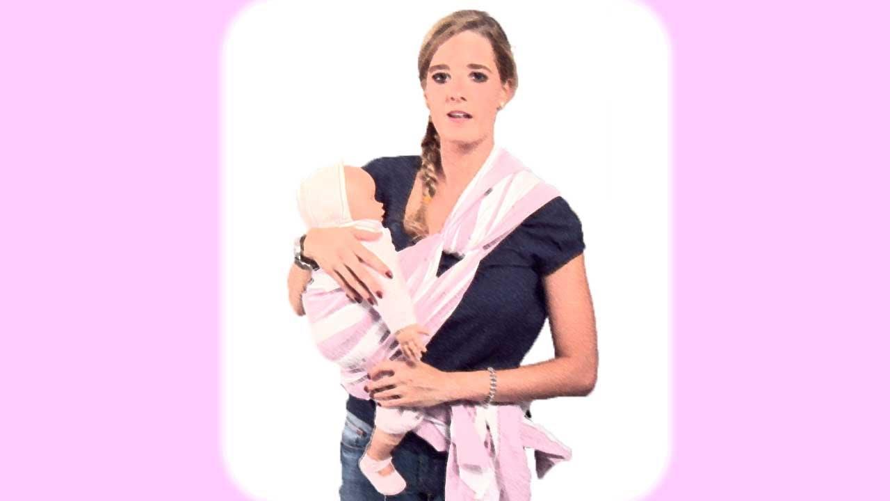 Llevar al bebé en un fular con nudo en la cadera. Porteo