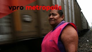 Freight train full of migrants in Mexico - vpro Metropolis