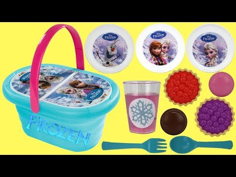 Elsa and Anna Eat Lunch with the Lunch Basket Kitchen Play Set