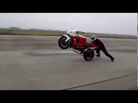 Piruetas con Moto -Gangnam Style-