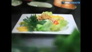Рецепт. Нежный салат из индейки и авокадо
