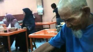 [Pertemuan Kedua Tahun 2013] Pak Yusuf - Pengamen Tua Bersuara Merdu