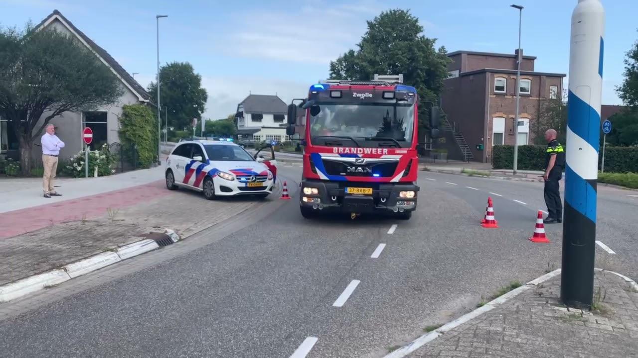 Brandweer Zwolle met P1 onderweg naar een grote brand in Wezep