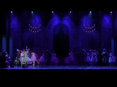 Pas deu Deux Cinderella/ Stephanie Maiorano & Tonatiuh Gomez