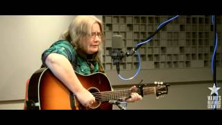 <b>Kate Campbell</b>  Signs Following Live At WAMUs Bluegrass Country