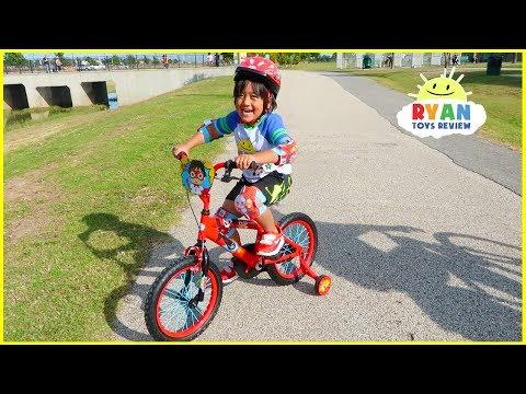 Ryan's New Bike with Family Fun Bike Racing at the Park!!!