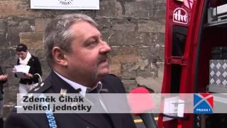 preview picture of video 'Hasiči Prahy 1 mají nové auto i prapor -- a s požehnáním'