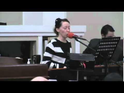 Digno/ Worthy Apostolic Singing – Lori Green