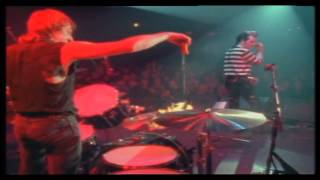 the damned  live - looking at you (rat scabies sets cymbals on fire...)