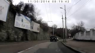 Смотреть онлайн Водитель Таврии проучил водителя Паджеро