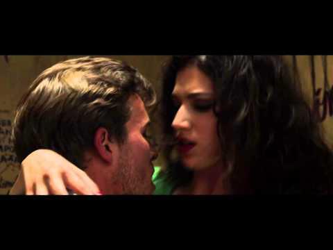 Cómo Sobrevivir A Una Despedida (2015) Trailer