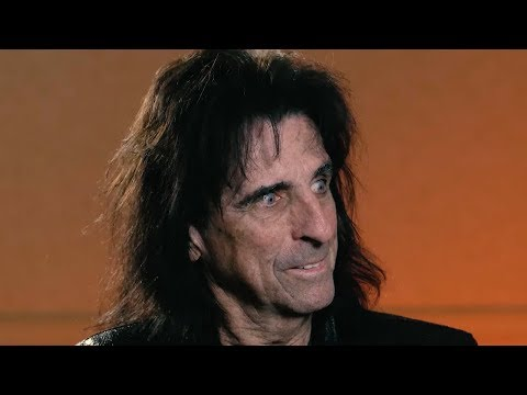 Alice Cooper Laughs at Retirement, Talks Nita Strauss + Hollywood Vampires