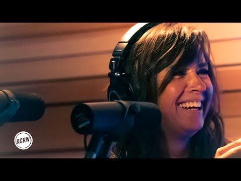 """Cat Power performing """"Woman"""" live on KCRW"""
