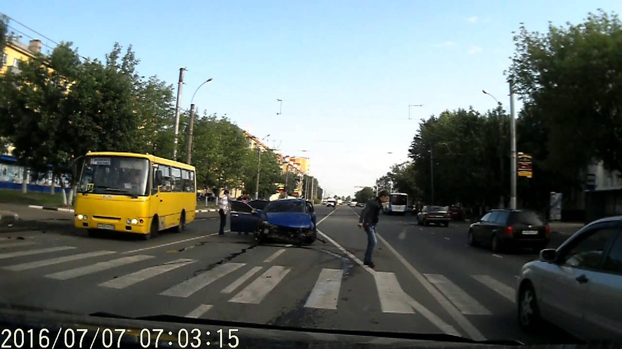 """Жесткое ДТП по вине пьяного водителя """"Nissan"""" в Иваново"""