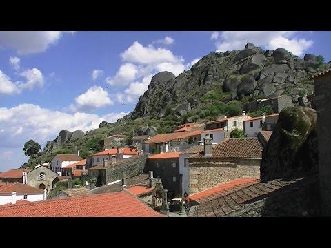 Monsanto – orăşelul portughez parcă strivit de stânci – VIDEO