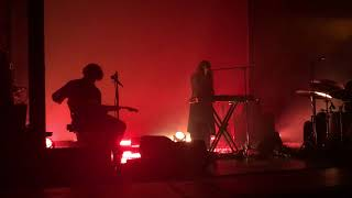 Beach House - Chariot (Debut) Live